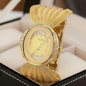 Accessories - Gold women watch